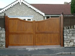 Concave oiled wooden driveway gate Henley H4