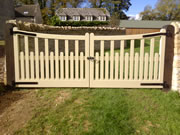 Palisade wooden driveway gate