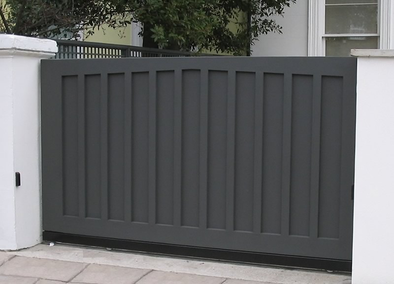 Single sliding painted wooden gate henley h7 bg wooden for Wooden sliding driveway gates