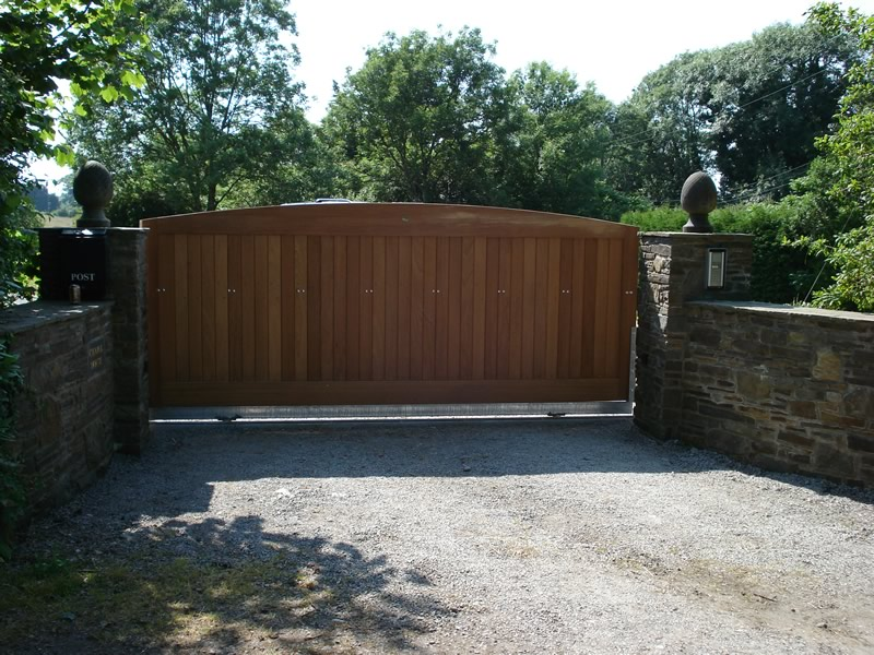 Single sliding wooden driveway entrance gate henley h1 for Wooden sliding driveway gates