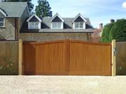 Henley wooden driveway gate