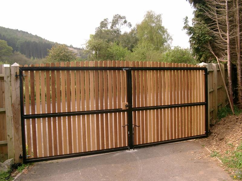 Wooden driveway gate richmond 6 bg wooden gates for Driveway gate designs wood