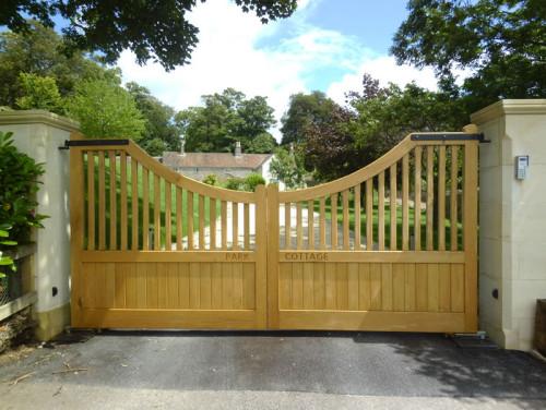 Concave top wooden driveway gate - Croft C3