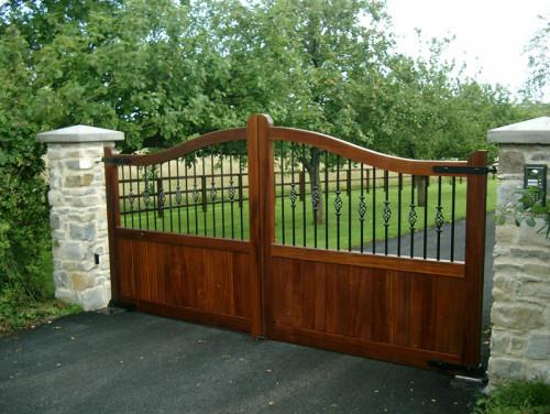 Convex top wooden driveway gate - Croft C4 - Somerset