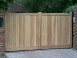 Flat top wooden driveway gate - Henley H2