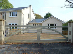 Hardwood and steel entrance gates pair - Winchester