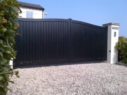 Painted Henley H2 wooden driveway gate