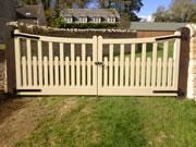 Palisade wooden driveway gate