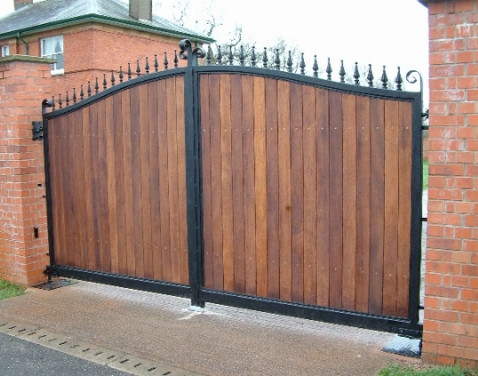 hardwood driveway gate bow top- Richmond 1