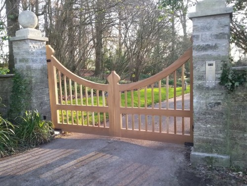 Westminster hardwood driveway gate